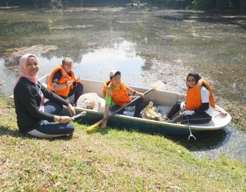 Roots & Shoots Malaysia volunteers at KDCF